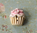 Picture of Rasberry Daisy Cup Cake